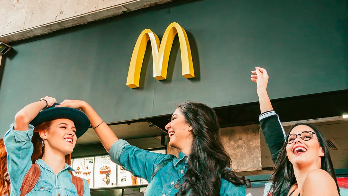 Mulheres loja McDonald's